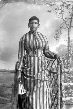 It's About Time: Photos of African American women & Church Hand Fans + the Courting Language of the Fan African American Fashion, African American History, British American, Victorian Women, Victorian Era, Victorian Fashion, Stormtrooper, Vintage Black Glamour, Vintage Soul