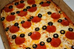 Mickey Mouse pizza I'm totally making this one day... Maybe one day to tell kids we are going back to Disney