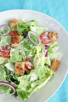 """…. unser Lieblingssalat in den USA. Das Restaurant, bei dem wir ihn am liebsten essen heißt """"Olive Garden """". Ihr benötigt für ca. 4 Portionen: ♡ 1 Eisberg-Salat oder Römersalat-He…"""