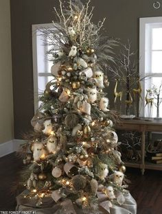 site has dozens ideas for mantle & Christmas tree decor.