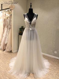 Sexy New Beach Wedding Dresses 2018 V-neck Sleeveless A-Line Floor Length  Appliques Chiffon Cheap Bridal Gowns Vestido longo 513fc937c299