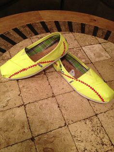 Painted softball Bobs....LOVE THESE!!! wish i had some!
