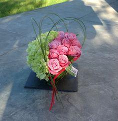 grafstukken - Google zoeken Funeral Flower Arrangements, Silk Floral Arrangements, Funeral Flowers, Floral Centerpieces, Grave Decorations, Flower Decorations, Paper Flower Backdrop, Paper Flowers, Sympathy Flowers