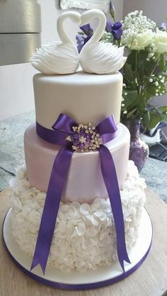 I designed this cake for a lovely couple Sheilagh and Neil who married at Old Down manor on a lovely sunny October afternoon. It is quite a different cake for me but it came together beautifully:-)