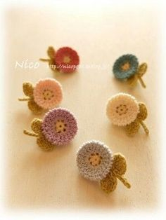 Watch The Video Splendid Crochet a Puff Flower Ideas. Phenomenal Crochet a Puff Flower Ideas. Crochet Jewelry Patterns, Crochet Hair Accessories, Crochet Flower Patterns, Crochet Designs, Knitting Patterns, Crochet Brooch, Crochet Motifs, Crochet Earrings, Crochet Buttons
