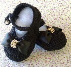 How to Crochet Cuffed Baby Booties Crochet Baby Sandals, Booties Crochet, Crochet Baby Clothes, Crochet Baby Shoes, Crochet Slippers, Baby Booties, Crochet Baby Blanket Beginner, Baby Knitting, Bernat Baby Yarn