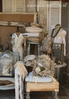 . Shabby Chic Antiques, Shabby Chic Decor, French Antiques, French Home Decor, Vintage Home Decor, French Style Homes, Rustic Crafts, Shades Of Beige, Linens And Lace