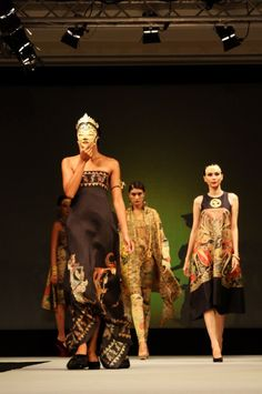 """Fashion Show opened from the collection """"East meets West"""" and the creations of Ghea Panggabean"""
