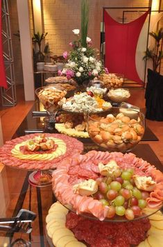 Discover thousands of images about Brunch Buffet Party Platters, Party Trays, Food Platters, Plateau Charcuterie, Charcuterie Platter, Antipasto, Havanna Party, Grazing Tables, Food Displays