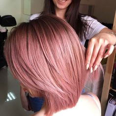 and We can't get enough of this dusty rose hair color perfected by Keune Hair Artist Cabelo Rose Gold, Rose Gold Hair, Hair Color Highlights, Hair Color Balayage, Rose Gold Balayage, Dusty Rose Hair Color, Dusty Pink Hair, Blue Hair, Staubige Rose
