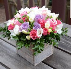 Floral gift box - roses, freesias and greens. Spring Flower Arrangements, Beautiful Flower Arrangements, Spring Flowers, Floral Arrangements, Beautiful Flowers, Fresh Flowers, Wedding Table Centerpieces, Flower Centerpieces, Flower Decorations