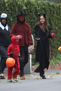 My Angel on Halloween. Dakota Johnson Out trick or treating with Dana's family in Studio City (Oct 31 st,2017) Cr. @AdoringDJ Twitter