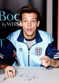 Louis looks so so so good