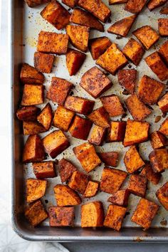 Easy, Roasted Sweet Potatoes - You only need 5 ingredients to make these simple roasted sweet potatoes! Deliciously seasoned and perfectly caramelized, these baked sweet potatoes are a healthy side that goes with so many meals. #sweet potatoes #roastedvegetables #sidedish