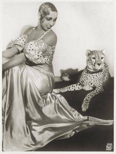 Josephine Baker and her cheetah, Chiquita.