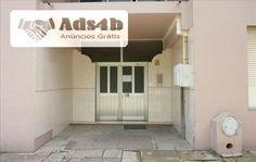 Apartamento T3 com 104,95m2 inserido num edifício que se localiza numa zona residencial denominada Urbanização Jardins do Sado, junto da escola básica Luísa Todi . Mário Claudino - MC1710