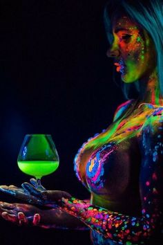Body Painting and tattoos Posted by Sifu Derek Frearson Tinta Neon, Glow Paint, Light Painting, Wine Painting, Painting Art, Foto Art, Woman Painting, Light Art, Erotic Art