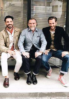 【大人アメカジ】黒ジャケット×ジーンズ×赤スニーカーの着こなし(メンズ) | Italy Web