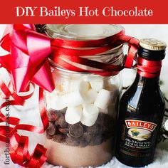 DIY Baileys Hot Chocolate Gift Recipe & Directions + Free Printable - FTM DIY Baileys Hot Chocolate Gift Recipe I post lots of family friendly recipes and crafts but I thought with all of the hu. Hot Chocolate Baileys, Hot Chocolate Gift Basket, Christmas Hot Chocolate, Hot Chocolate Recipes, Mason Jar Hot Chocolate Recipe, Cocoa Chocolate, Chocolate Chips, Mason Jar Christmas Gifts, Mason Jar Gifts