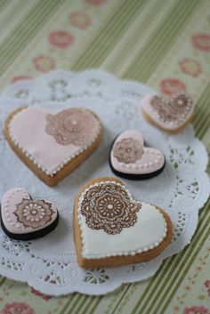 pretty stamped cookies - using rubber stamps and food color!