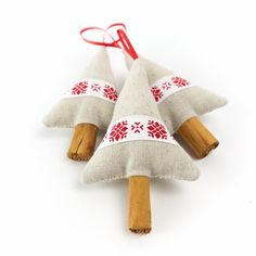 For all the charm of a handmade Christmas, our popular cinnamon Christmas tree decorations are holiday favourites! With real cinnamon stick tree