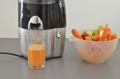 Getting more from your smoothies. Healthy smoothie tips and ideas Detox Smoothies, Smoothie Drinks, Fruit Smoothies, Smoothie Recipes, Juice Recipes, Sweet Crepes Recipe, Wheatgrass Juicer, Juicer Reviews, Tomato Nutrition