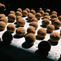 Viele viele Kräuter-Seedballs sind am trocknen. #gorilla_gardening #seedballs #seedball #seedbomb #seedbombs #guerillagardening #urbangardening #gardening