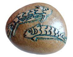 dos peces azules  El ave representa la infinitud del espacio, el pez simboliza el misterio de las aguas primordiales