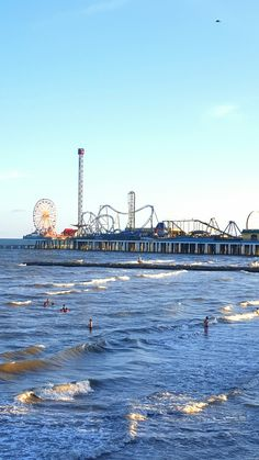 A snapshot taken from our webcam reveals water so clear for Galveston fishing pier cam