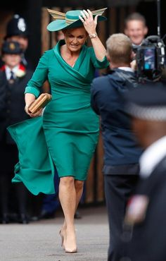 Sarah Ferguson attended her daughter Princess Eugenie's wedding to Jack Brooksbank in a sassy outfit. Princess Eugenie Jack Brooksbank, Princess Eugenie And Beatrice, Eugenie Wedding, Royal Family Pictures, Eugenie Of York, Elisabeth Ii, Duchess Of York, Sarah Ferguson, Royal Weddings