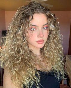 Curly Girl, Curly Blonde, Hair Inspo, Hair Inspiration, Curly Hair Styles, Natural Hair Styles, Cute Girl Face, Dream Hair, Aesthetic Girl
