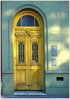 Puertas del mundo / yellow