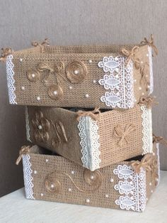 19 Handicrafts and handicrafts with burlap - I do it myself Jute creates ideas for Christmas!Jute creates ideas for Christmas! by Vinita ❤️❤️ - Musely(no title) 19 Handicrafts and handicrafts with burlap - I do Burlap Crafts, Diy Home Crafts, Decor Crafts, Crafts To Make, Diy Home Decor, Handmade Crafts, Decoration Shabby, Wedding Centerpieces Mason Jars, Cardboard Box Crafts