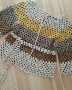 Der neue I prepared it with silvery ropes mat It looks bright in daytime and mat . Crochet Cardigan Pattern, Crochet Jacket, Crochet Blouse, All Free Crochet, Diy Crochet, Knitting Patterns, Crochet Fashion, Crochet Clothes, Crochet Baby Dresses