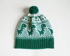 Dino Hat, Knit Beanie with Dinosaurs, Adult Dinosaur Hat, T-Rex Hat, Green Wool . Baby Hats Knitting, Loom Knitting, Knitting For Kids, Knitted Hats, Knitting Designs, Knitting Projects, Crochet Projects, Knitting Machine Patterns, Knitting Charts