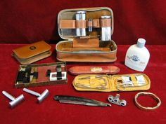 150) Men's vintage vanity box – comb razors, cut-throat razors, blades etc Est. £15-£20