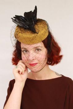 Single vintage faux bird Caspar-Davis style felt tilt hat with 1930s vintage veiling