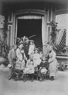 Reichard & Lindener : Berlin - The Crown Prince and Crown Princess of Germany with their children, 1875 [in Portraits of Royal Children Queen Victoria Children, Queen Victoria Family, Crown Princess Victoria, Princess Photo, Royal Princess, Prince And Princess, Wilhelm Ii, Kaiser Wilhelm, Princess Louise