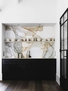 4 Simple and Ridiculous Tips: Floating Shelves With Pictures Joanna Gaines floating shelves entryway bedrooms.Black Floating Shelves Basements floating shelf under tv easy diy.Floating Shelves Living Room Under Tv. Luxury Interior, Home Interior, Interior Design Kitchen, Interior Ideas, Contemporary Interior, Marble Interior, Australian Interior Design, Interior Paint, Contemporary Kitchen Shelves