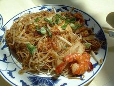 """Bihun atau mihun merupakan nama salah satu jenis makanan dari Tiongkok, bentuknya seperti mie namun lebih tipis. Bihun berasal dari bahasa Tionghoa, yaitu """"Bi"""" artinya beras dan """"hun"""" artinya tepung."""