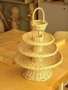 Bamboo Weaving, Willow Weaving, Basket Weaving, Newspaper Basket, Newspaper Crafts, Paper Weaving, Weaving Art, Diy Paper, Paper Art
