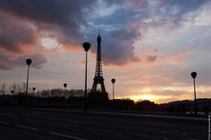 #Sunset in #Paris - #EiffelTower    Photo: (c) mohamedkhalil.tumblr.com  Great artist, click  the link to have a look at his pictures :)  Planning a trip to Paris? Book a #room  at Cadran #Hotel www.cadran-hotel-gourmand.com