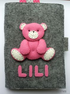 Ręcznie szyty filcowy organizer na książeczkę zdrowia dziecka, dokumenty, pieluszkę i chusteczki. Handmade felt pocket for mommy. You can hold there a health book, diaper or wet naps.