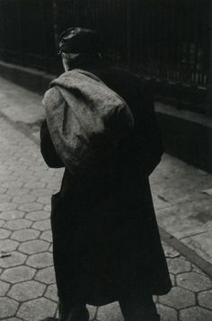https://leclownlyrique.files.wordpress.com/2014/09/saul-leiter-sack-circa-1948.jpg
