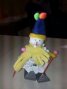 Schneemann aus Tannenzapfen