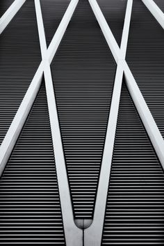 Graphic Contrasts - geometric patterns in architecture