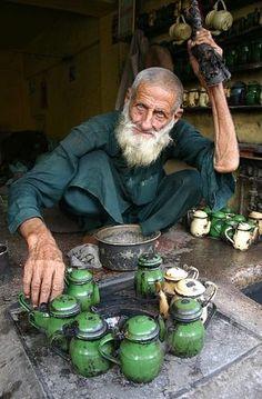Tea maker in Peshawar - Pakistan.