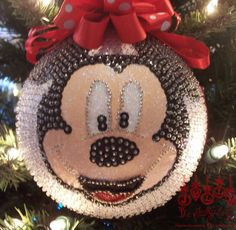 Mickey or Minnie Mouse Sequined Christmas por thejollyfatelf
