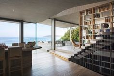 Luxusná rezidencia spodmanivým dizajnom je presne tým miestom, kde je čo obdivovať vnútri, ale aj všade navôkol, vtomto prípade Indický oceán aprírodu okolo neho