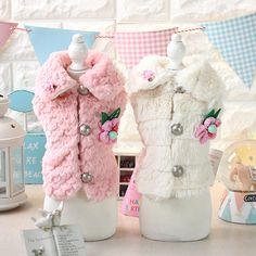 2016 New Style White Pink Color Xs-xl Size Warm Dog Coats for Fall and Winter Fur Vest with Flower Decor Vestidos De Renda Dogs
